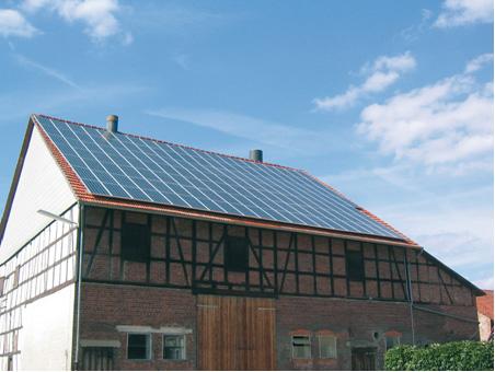 Foto 2. Instancja fotowoltaiczna na dachu budynku gospodarczego.